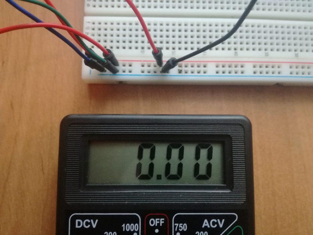 Napięcie na akumulatorze jest równe 0V